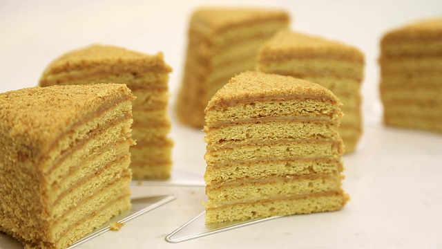 俄罗斯蜂蜜蛋糕:战斗民族的秋膘