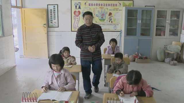 老师回家乡支教,学校里只有5个学生