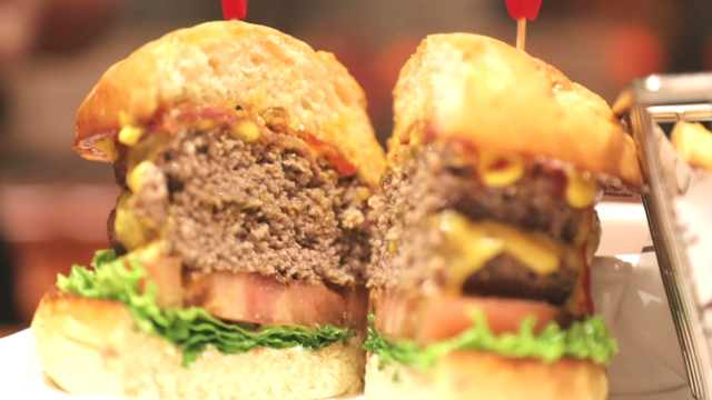 美食无国界!北京最好吃的流油汉堡