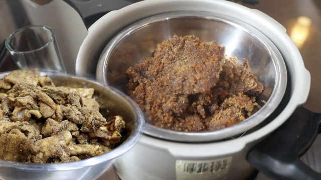 怀旧美食!他碾锅巴做传统米粉肉