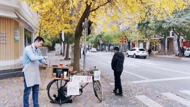 为写好报道,记者推单车卖手冲咖啡