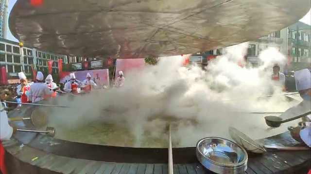 国内最大锅鳜鱼煮粉,用米粉3000斤