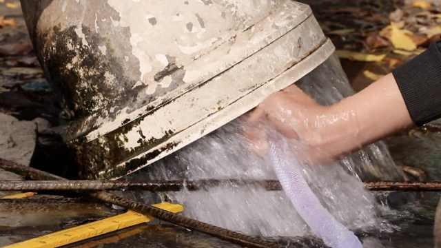 高中女生测出建筑工地1天排5千吨水