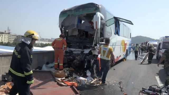 载37名学生客车发生车祸,致1死4伤