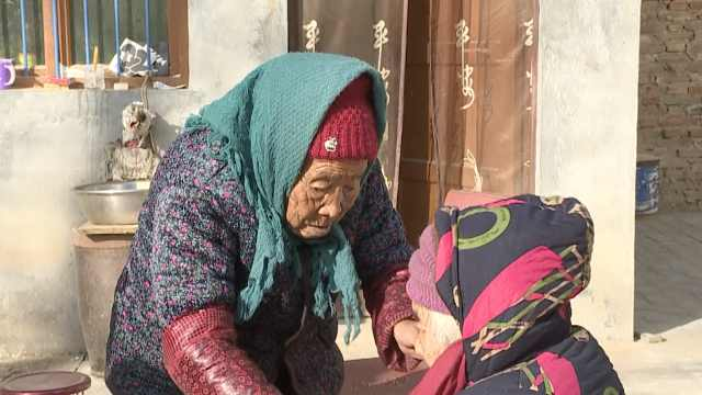 84岁奶奶谈被107岁妈塞糖:从小疼我