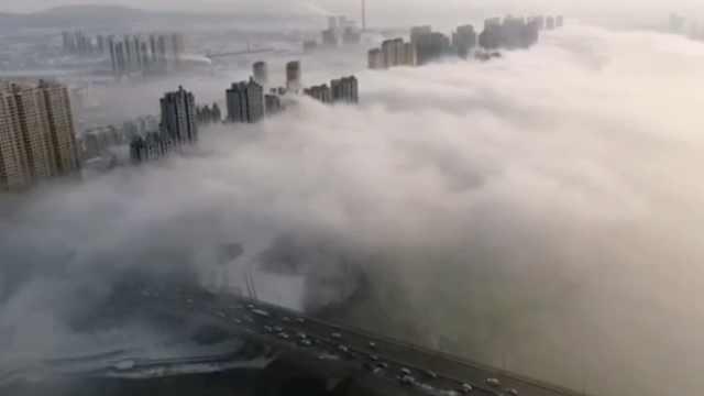 松花江边现平流雾,云雾缠绕似仙境
