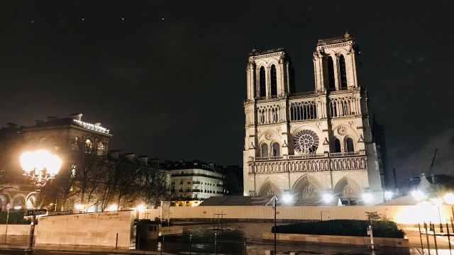 巴黎圣母院恢复夜间照明