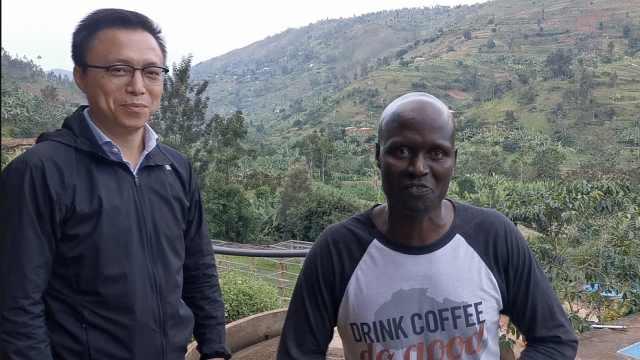 井贤栋非洲逛咖啡园:咖啡豆像大豆