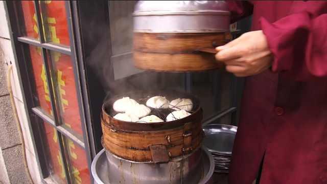 新四季美汤包,按照老食客吃法才香
