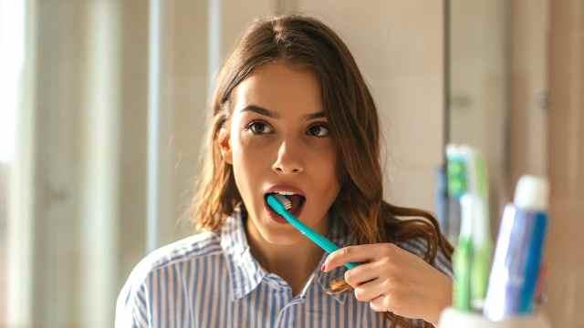 研究:每天刷牙3次以上可保护心脏