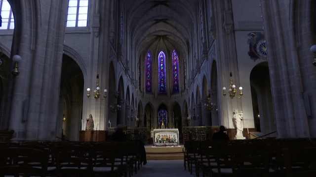 200多年首次!巴黎圣母院今年没圣诞