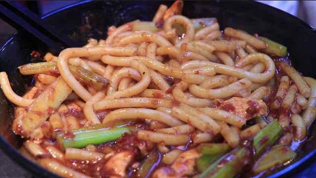 酱香型炒米粉:开在武汉的新疆美食