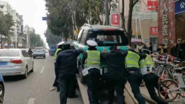 广汉交警对电动车违法整治不打烊