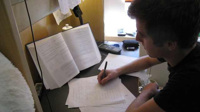 调查:近三成大学生考前一周复习