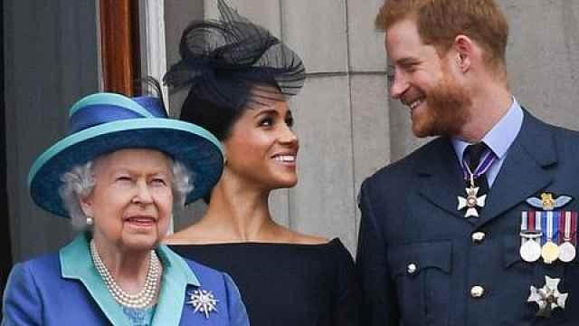 英媒:哈里梅根退出王室没通知女王