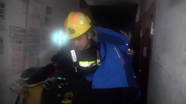 客厅起火,消防