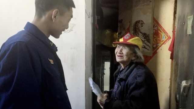 消防员假装孙子,为孤寡老人送饭3年