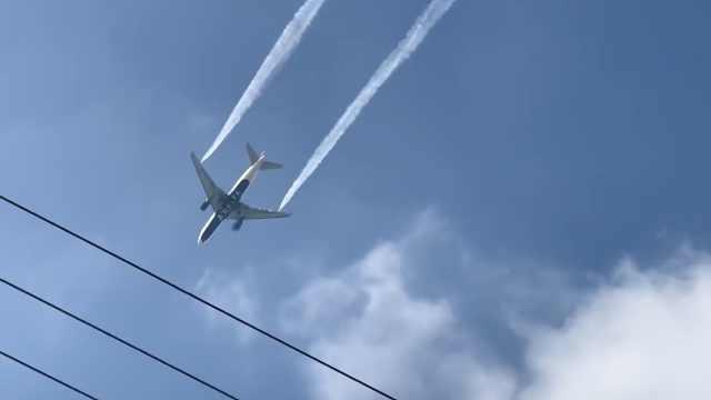 17孩童受伤!飞机倒燃油在学校操场