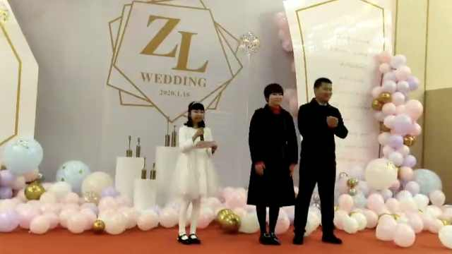11岁娃独自主持姑妈婚礼,气场超强