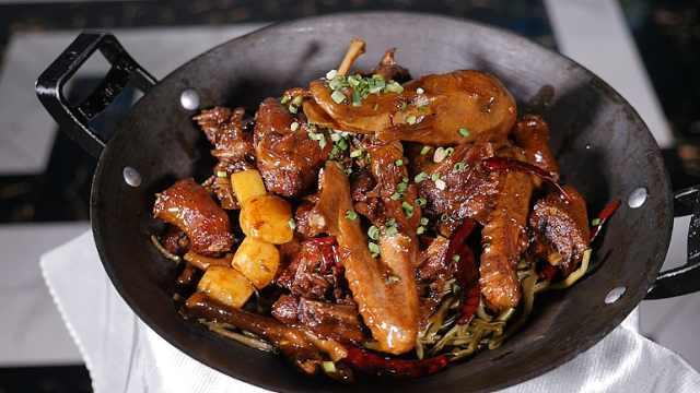 大厨拿手菜洪湖香锅鸭:肉质劲道,开胃下酒必备
