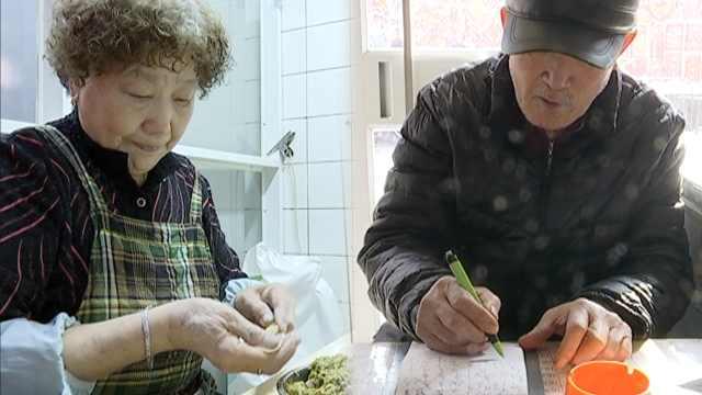老夫妻开饺子店40年,顾客吃到退休