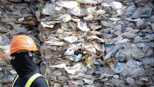 马来西亚群退洋垃圾:送回13个国家