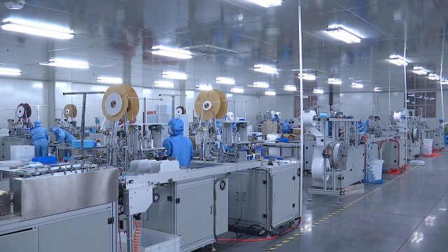 咸宁企业恢复生产,赶制100万口罩