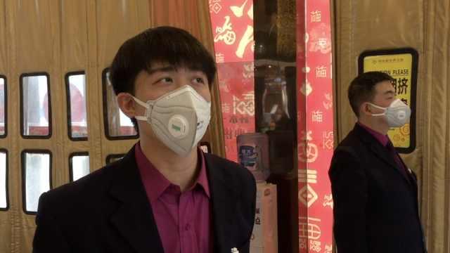 防疫情!商场要求员工戴口罩迎顾客