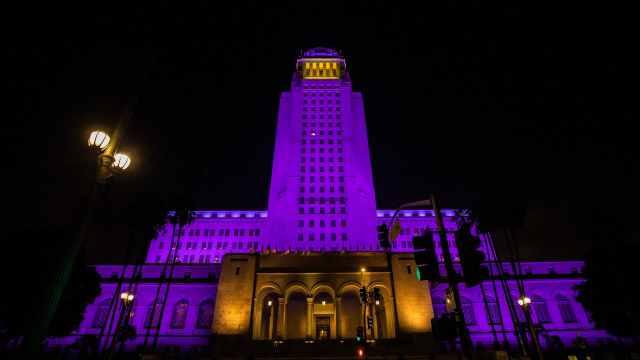集体悼念科比,紫金灯光点亮全美国