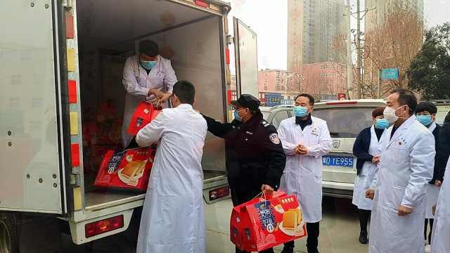 社会各界向叶县中医院捐赠物资