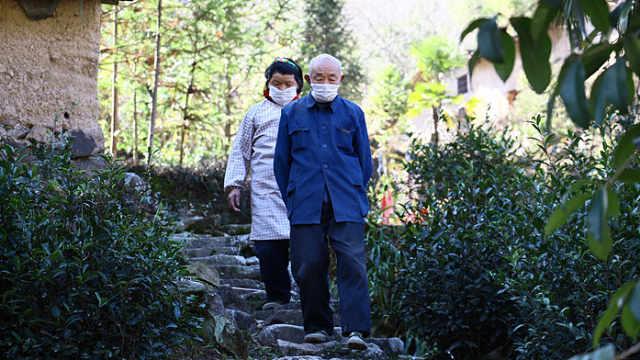 残疾老人捐款助力抗击疫情
