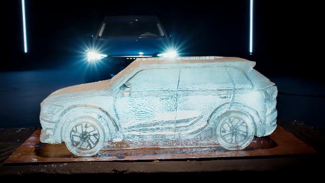 冰雕师打造冰塑车辆全过程,奥利给