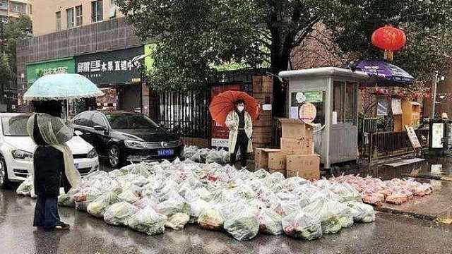 直播:武汉封小区,社区统一配菜上门