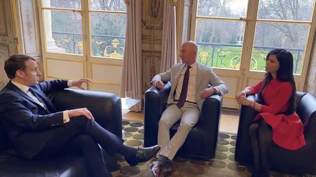 贝索斯带新女友会见法国总统