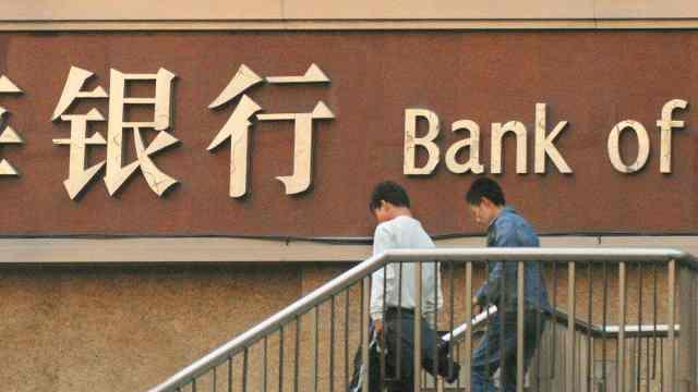 美国一年倒闭上百家银行!