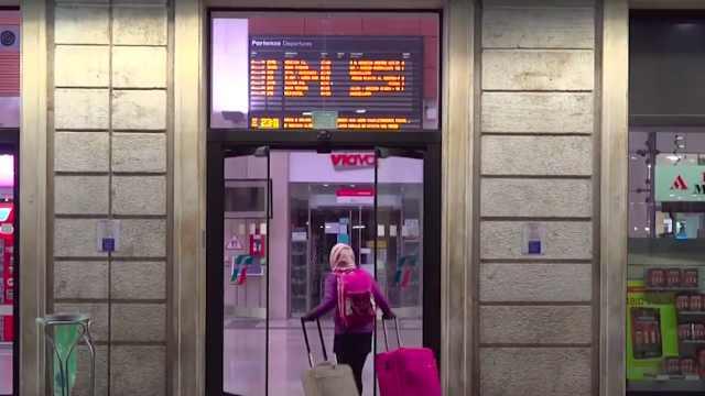 封城前夕,意大利人匆忙赶往火车站