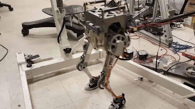 机器人中的奢侈品,专为灾难而生,救助现场看呆众人!