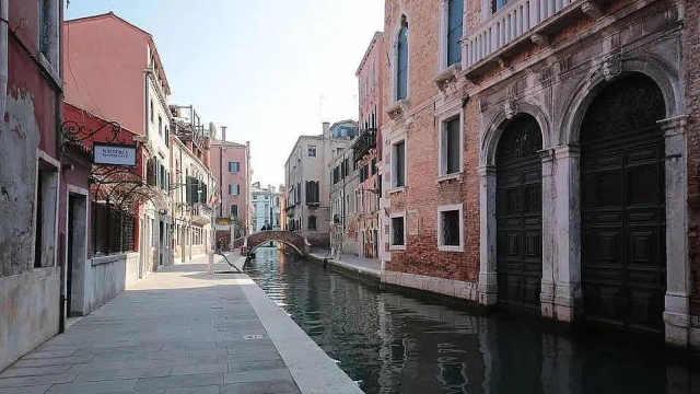归国路|意大利留学生辗转30小时回国:全程戴口罩,落地隔离