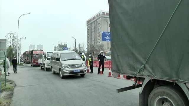 湖北荆州解除离鄂通道管控前夕,市民驾车高速排长队:很激动