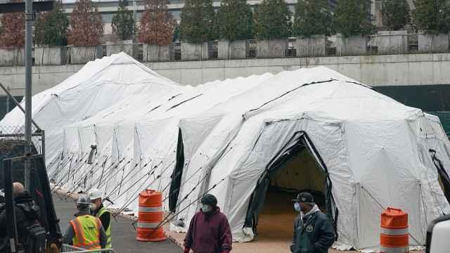 911曾使用,纽约开始搭建临时停尸房,应对可能激增死亡病例