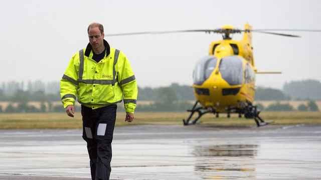 英国威廉王子拟重返空中救护岗位,在一线支援抗疫