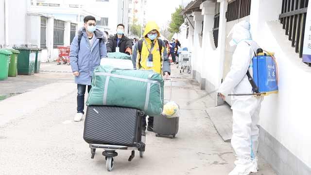 江苏初三开学:进校物品全部消毒,学生称心情复杂