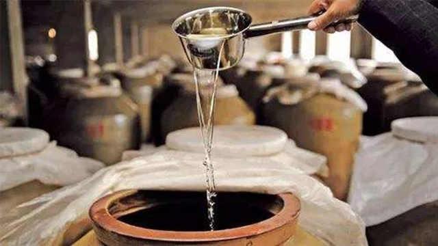 传承千年的酿酒工艺,采取蒸馏酿酒,让中国酒文化源远流长