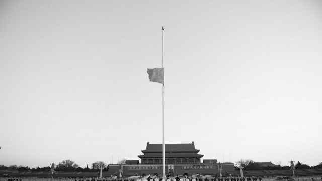 深切悼念新冠肺炎疫情牺牲烈士和逝世同胞