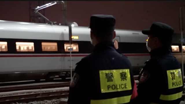期待!武汉铁路警方24小时巡逻:确保高铁动车全面重启