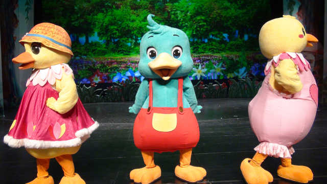儿童剧《丑小鸭》第二集:丑小鸭勇救同伴,却遭驴大哥嫌弃