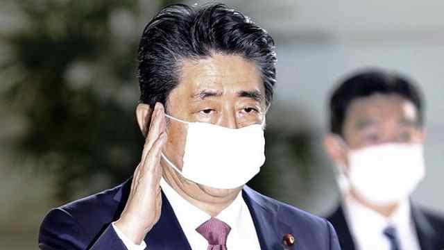 安倍考虑给每人发10万日元现金,以应对疫情影响