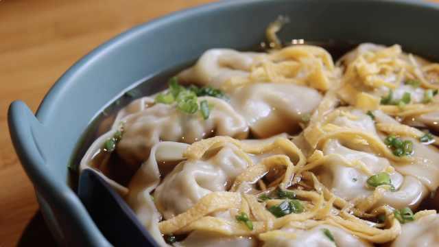深藏不露的平民小吃!上海阿姨用松茸包馄饨:乍一看原汁原味