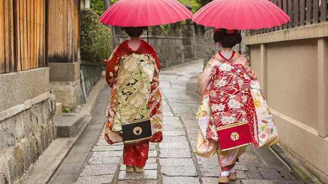 安徽马鞍山古墓出土了一双千年前的木屐,轰动了整个日本