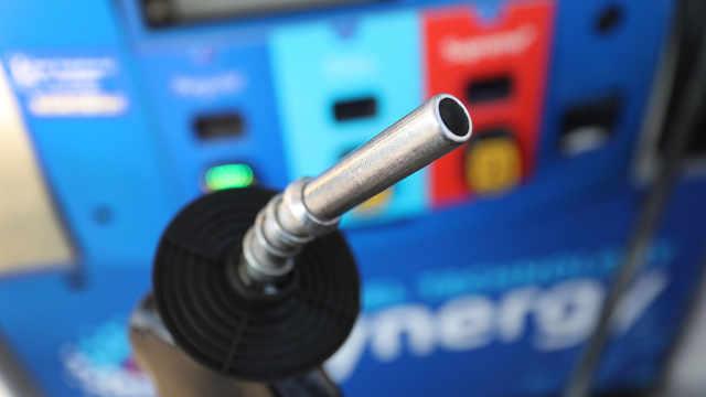 美国原油价格破15美元,六个州汽油价格创12年新低